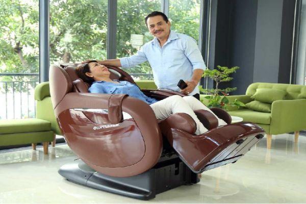 ghe-massage-toan-than-loai-nao-tot-danh-cho-nguoi-gia
